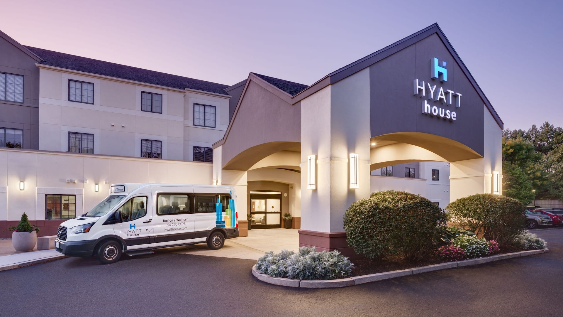 Hyatt House Boston Waltham Exterior Shuttle
