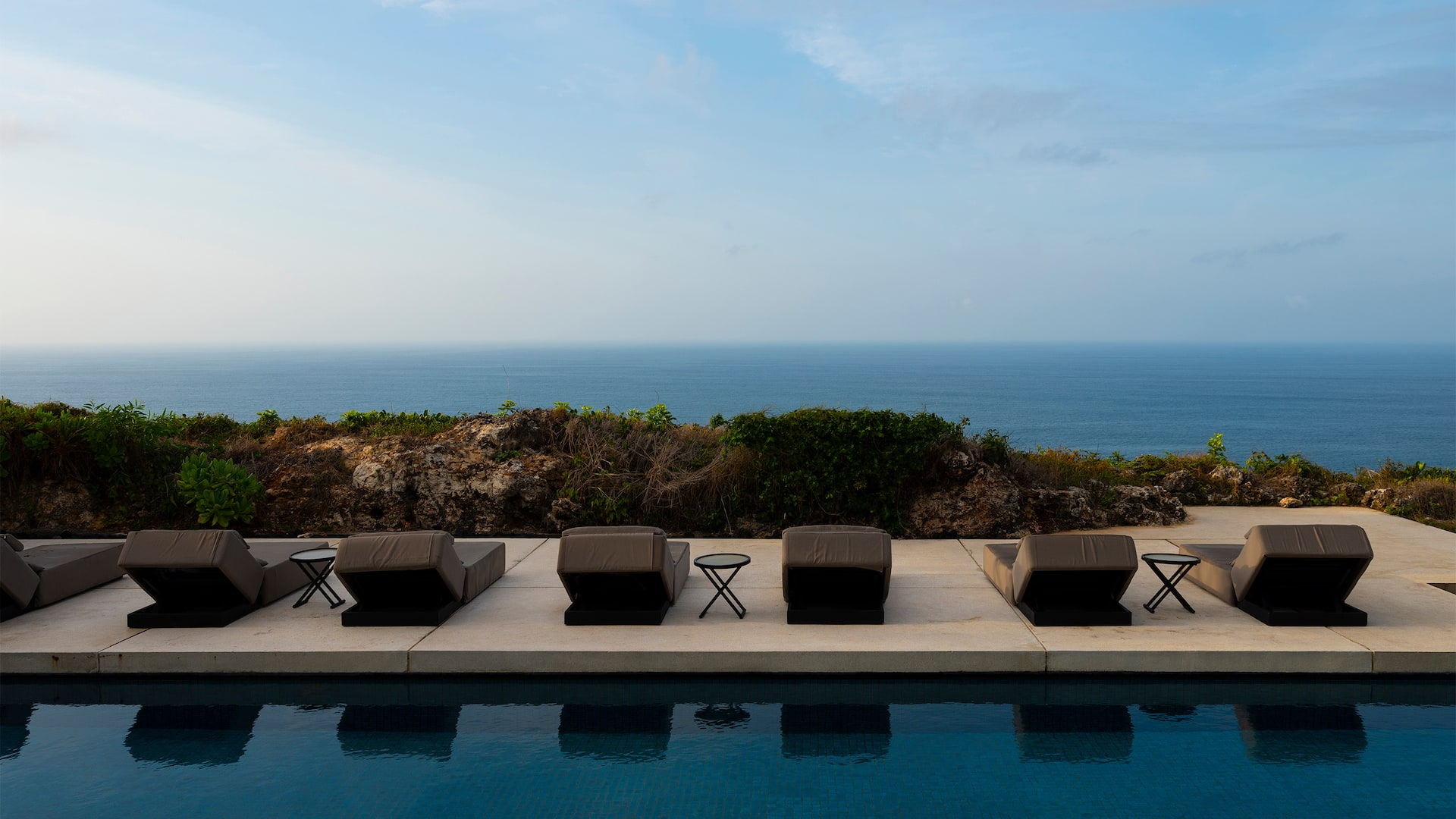 Alila-Villas-Uluwatu-P058-Morning-View-Pool.16x9-V1.jpg