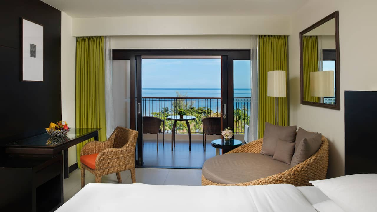 5-star hotel in Phuket 2 Twin Beds with Ocean View