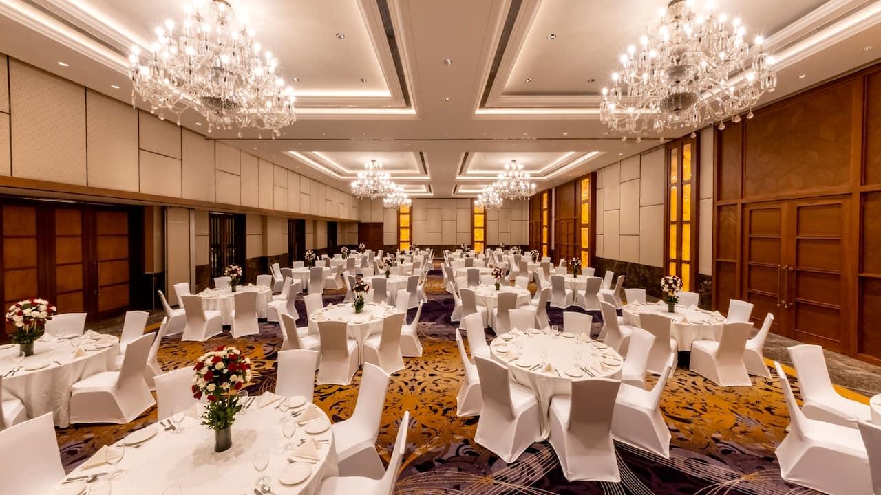 The Grand Ballroom - Round Table Setup