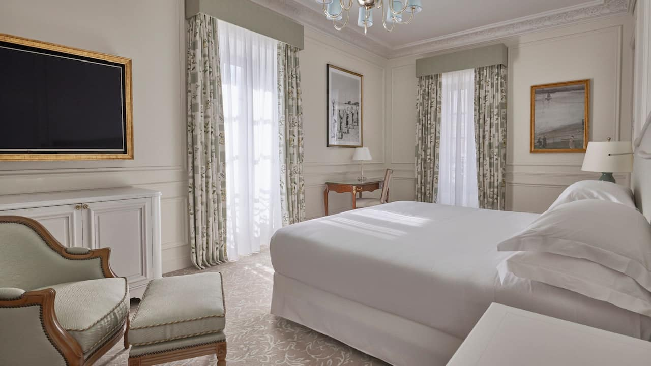Deluxe room at Hotel du Palais in the Unbound Collection by Hyatt