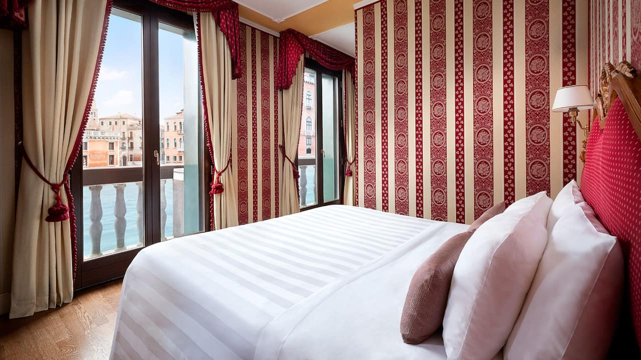 Deluxe Suite Grand Canal View