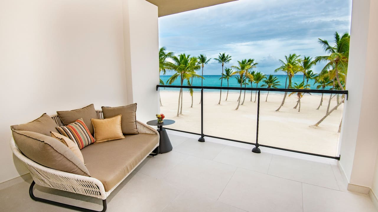 Oceanfront Junior Suite King Patio