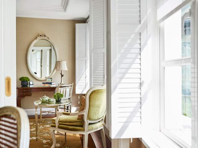 Lam Son Suite sunlight through window