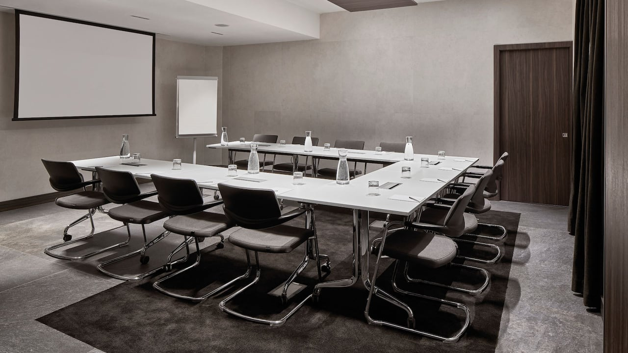 Meeting Room Magenta