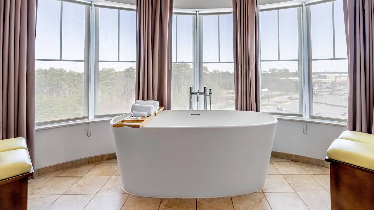 Suite with Soaking Tub