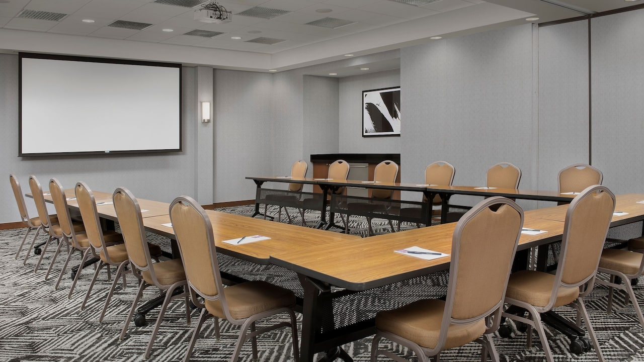 Meeting ROom - U-Shape Setup