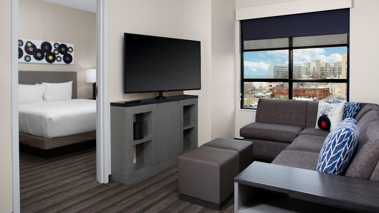 King Suite Guestroom - Hyatt House Nashville Downtown SoBro