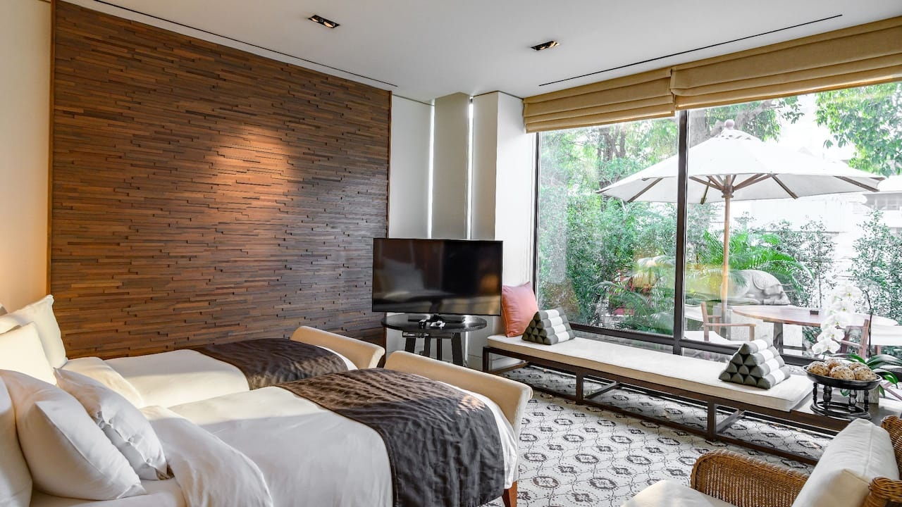 Grand Hyatt Erawan Bangkok Garden Villa Bedroom