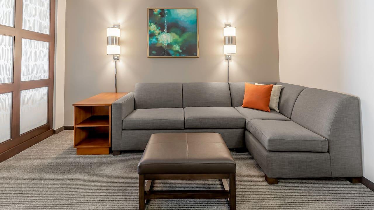 Two Queens High Floor Cozy Corner