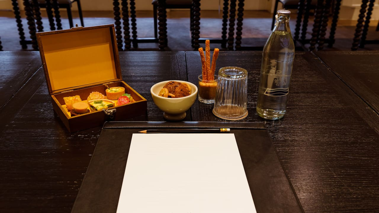Amenity Set-Up Table