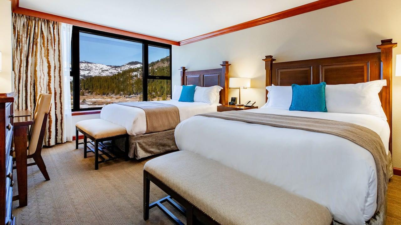 Deluxe Queen Room Valley View Bedroom