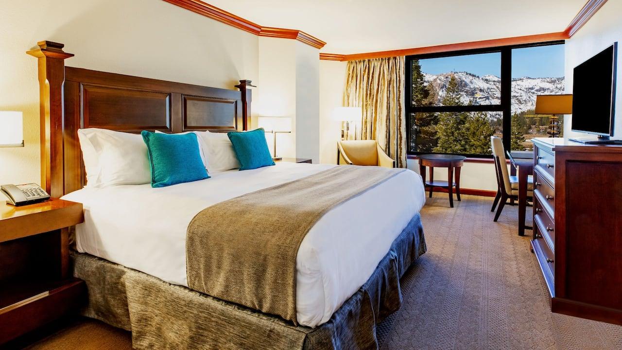 Deluxe King Room Valley View Bedroom