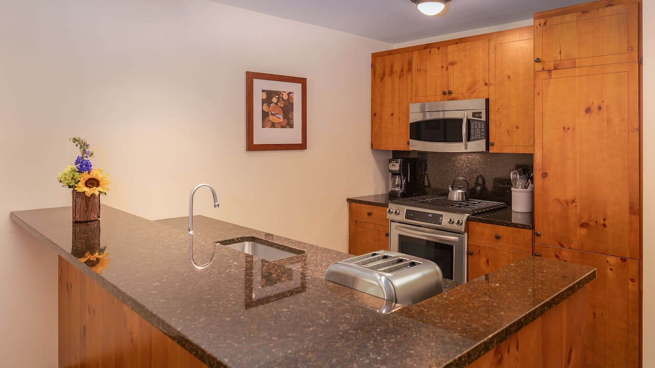 The Lodge at Spruce Creek, Suite Kitchen