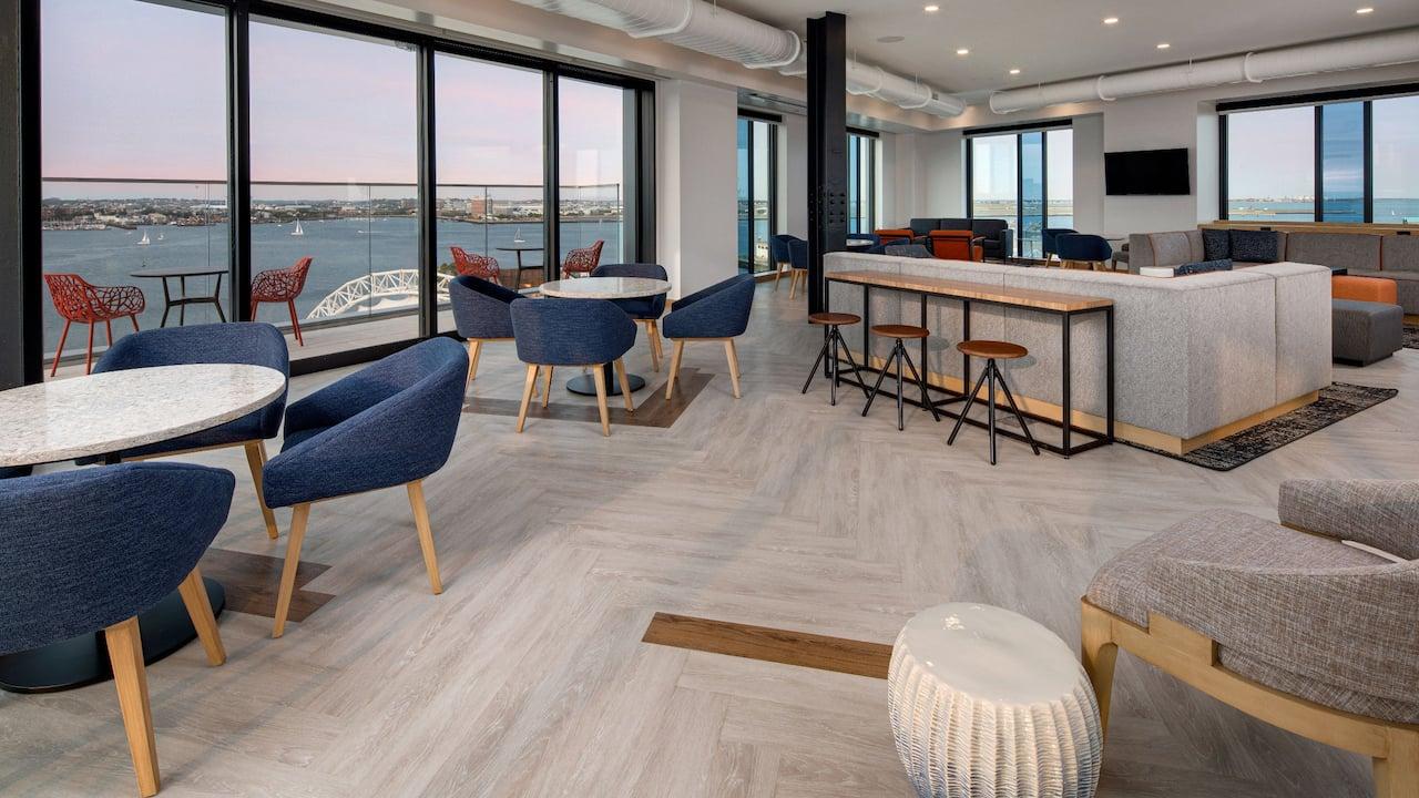 Hyatt Place Boston / Seaport District Upper Lounge