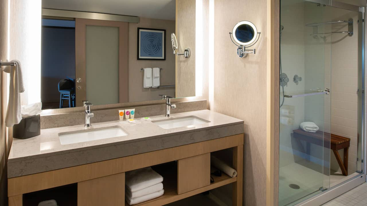 One Bedroom Suite with Balcony Bathroom
