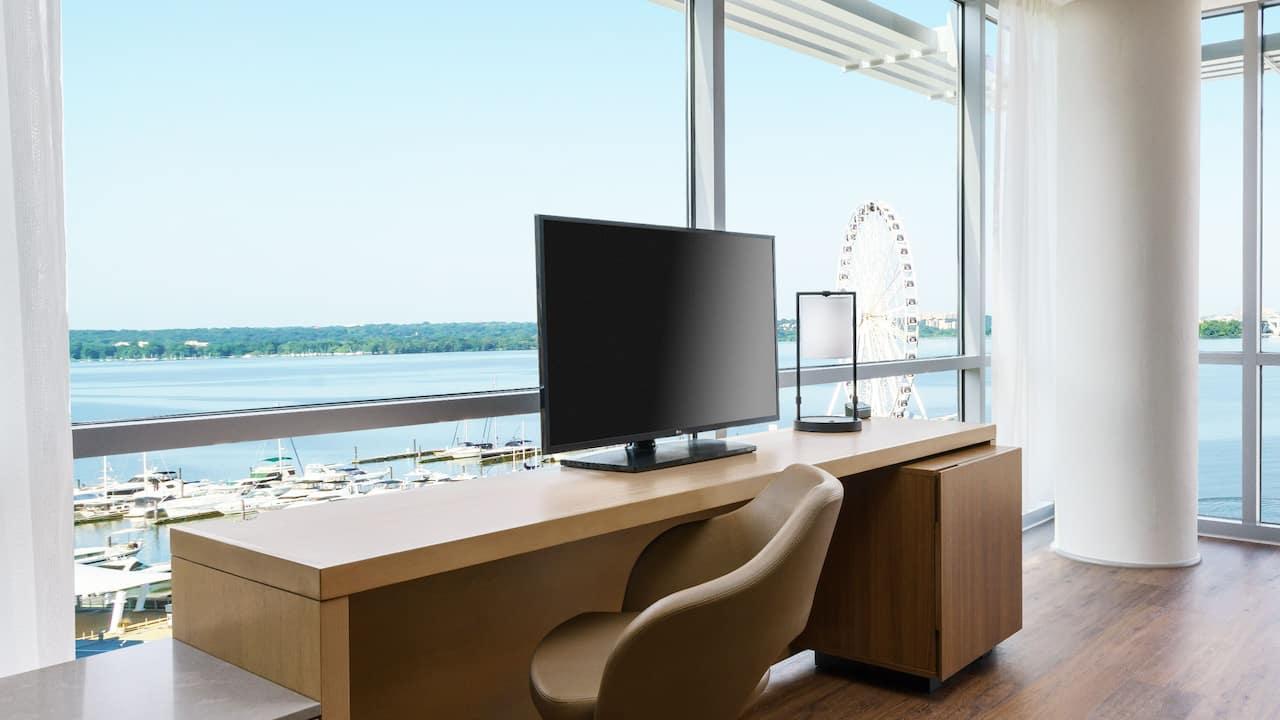 King River View Corner Guestroom