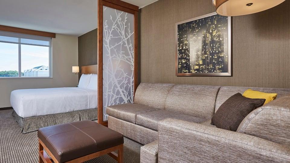 Hyatt-Place-Mississauga-P037-King-Guestroom.16x9.jpg