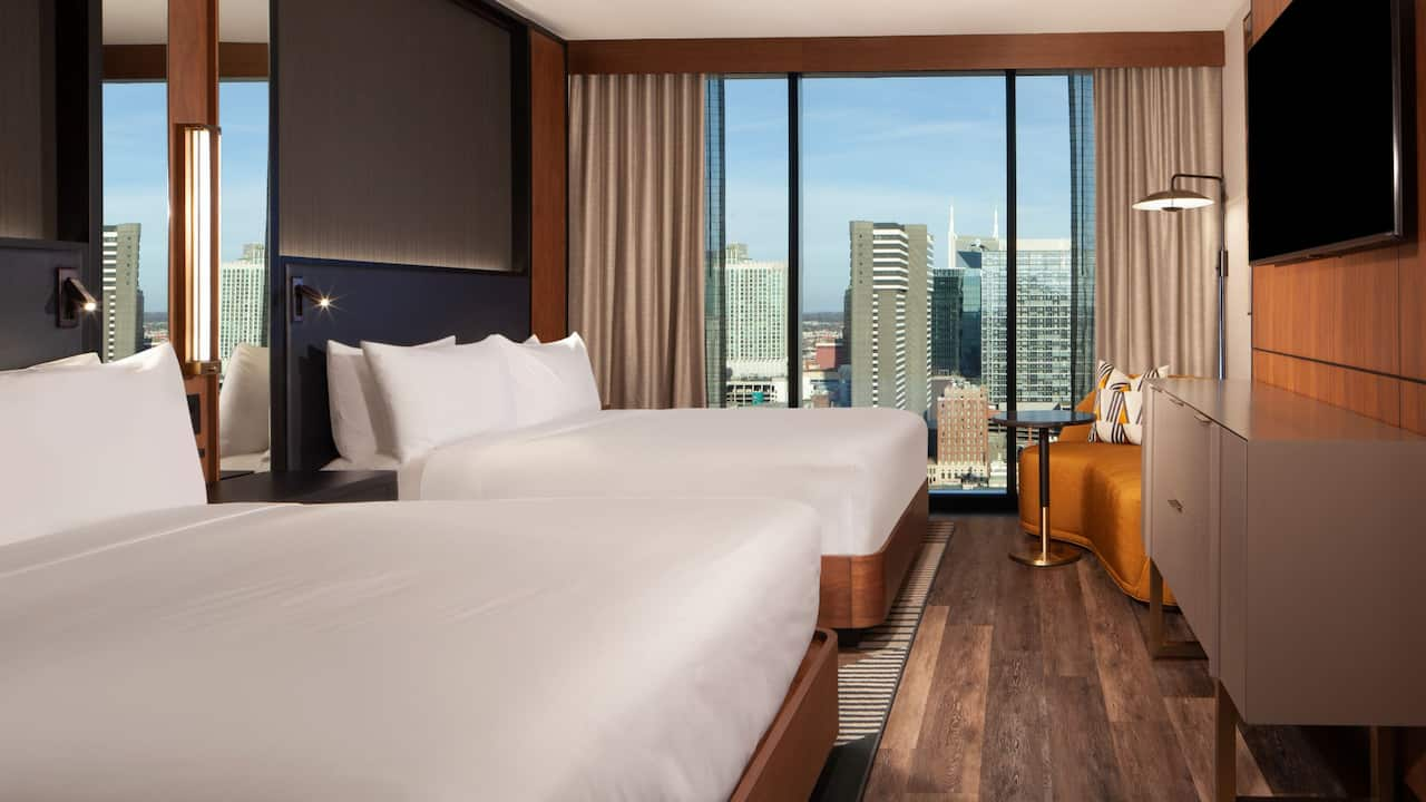Two-Queen-Guestroom-Downtown-View
