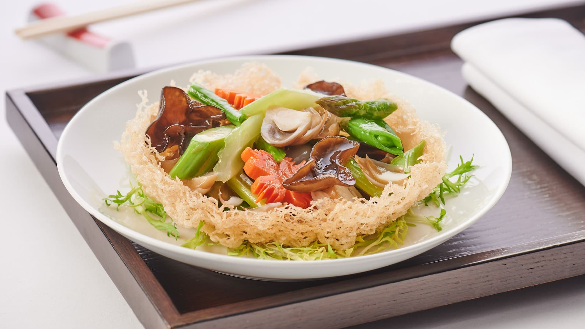Stir-fried vegetables on basket