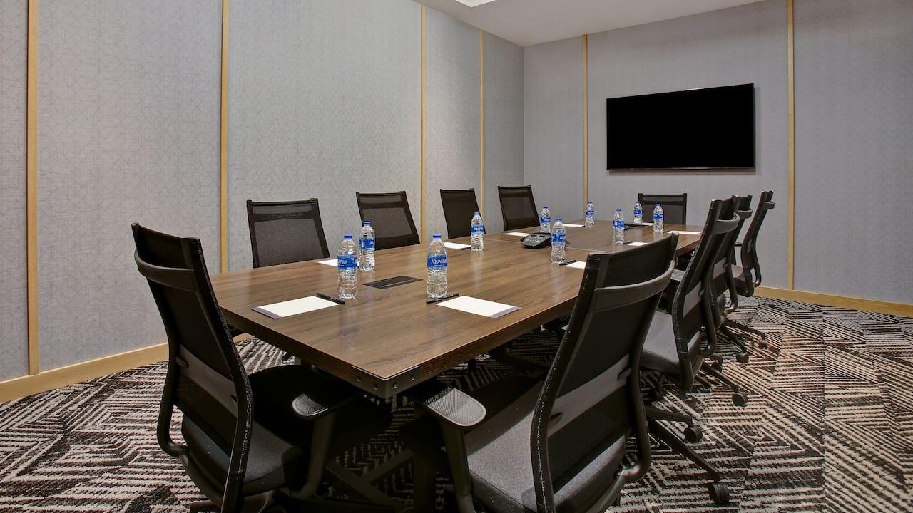 Innovation Board Room Traditional Set