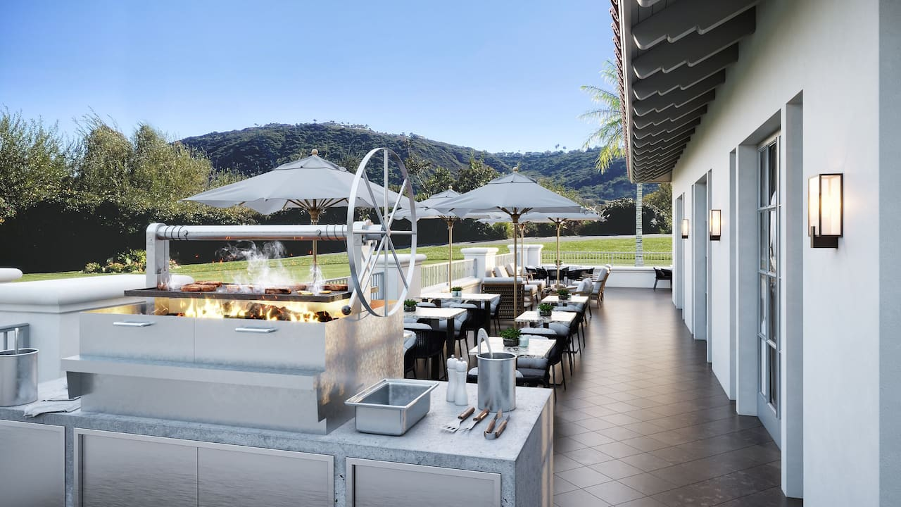 Clubhouse Restaurant Patio with Grill