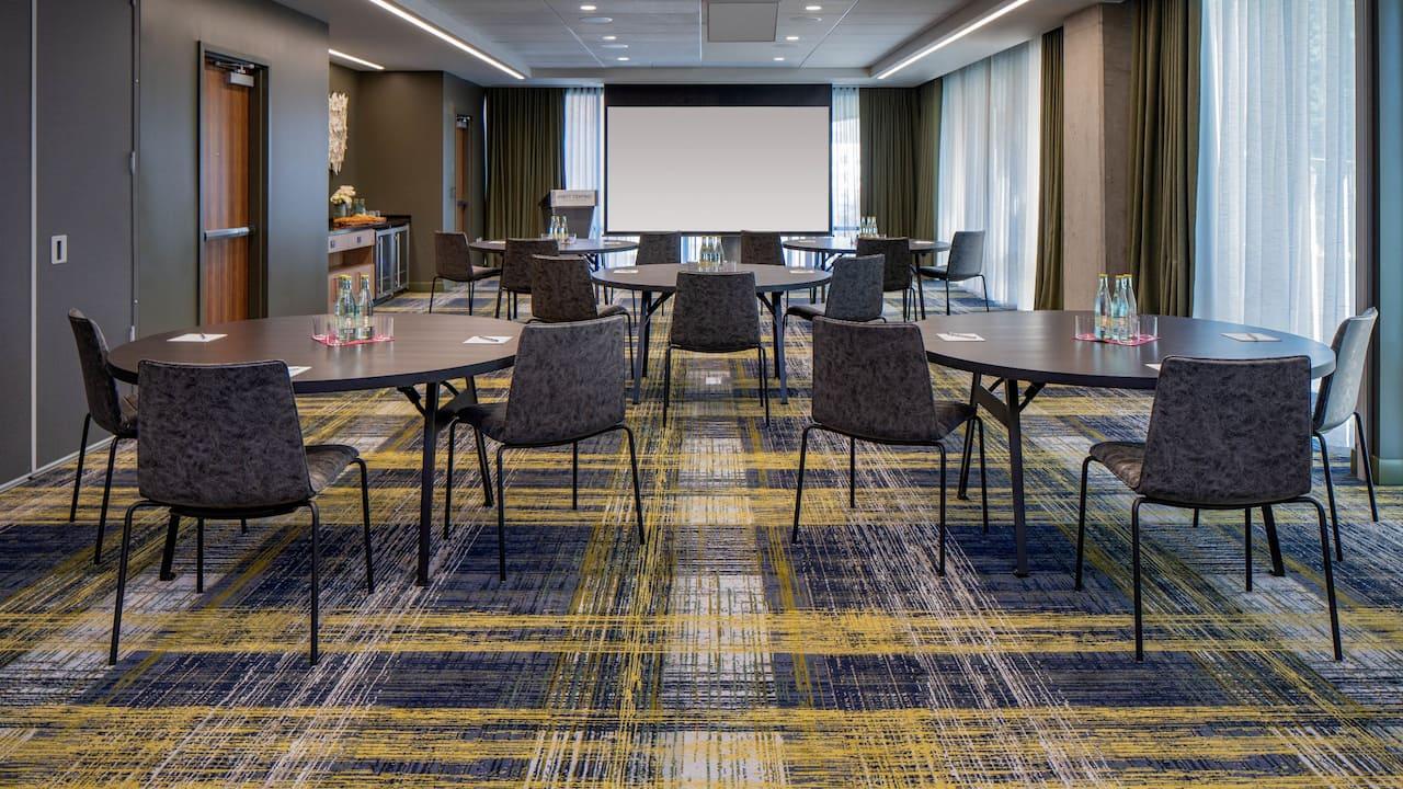 Meetings Round Screen