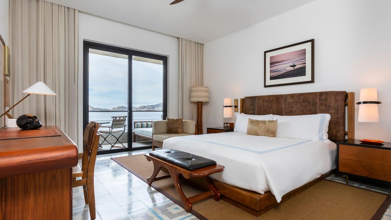 superior king room w/ private balcony