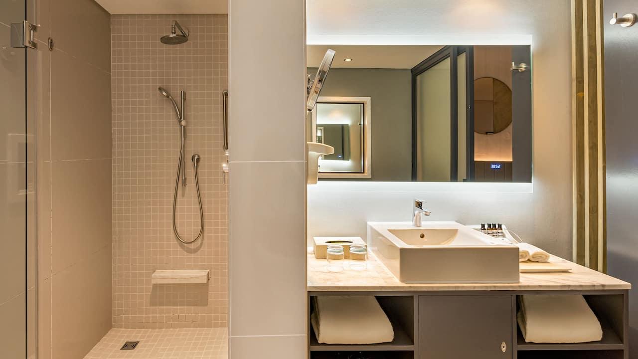 Hyatt Regency Cape Town  Bathroom