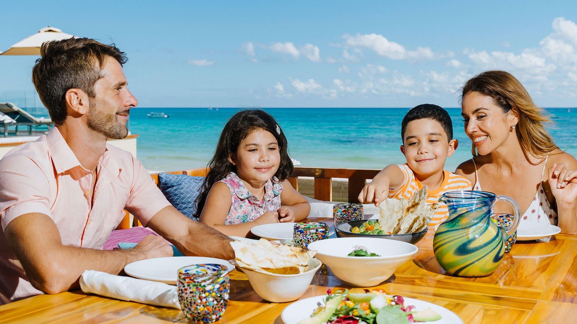 CUNPC_P604 La Cocina Lunch Family