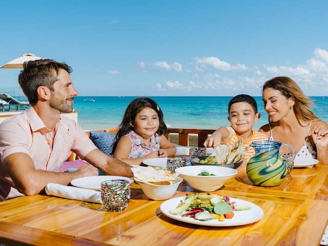 La Cocina Lunch Family