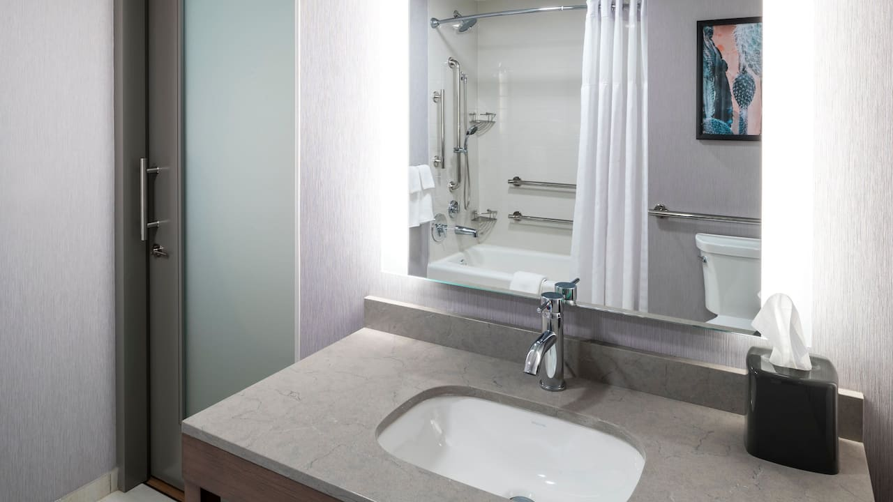Accessible Two Queen with Tub Bathroom