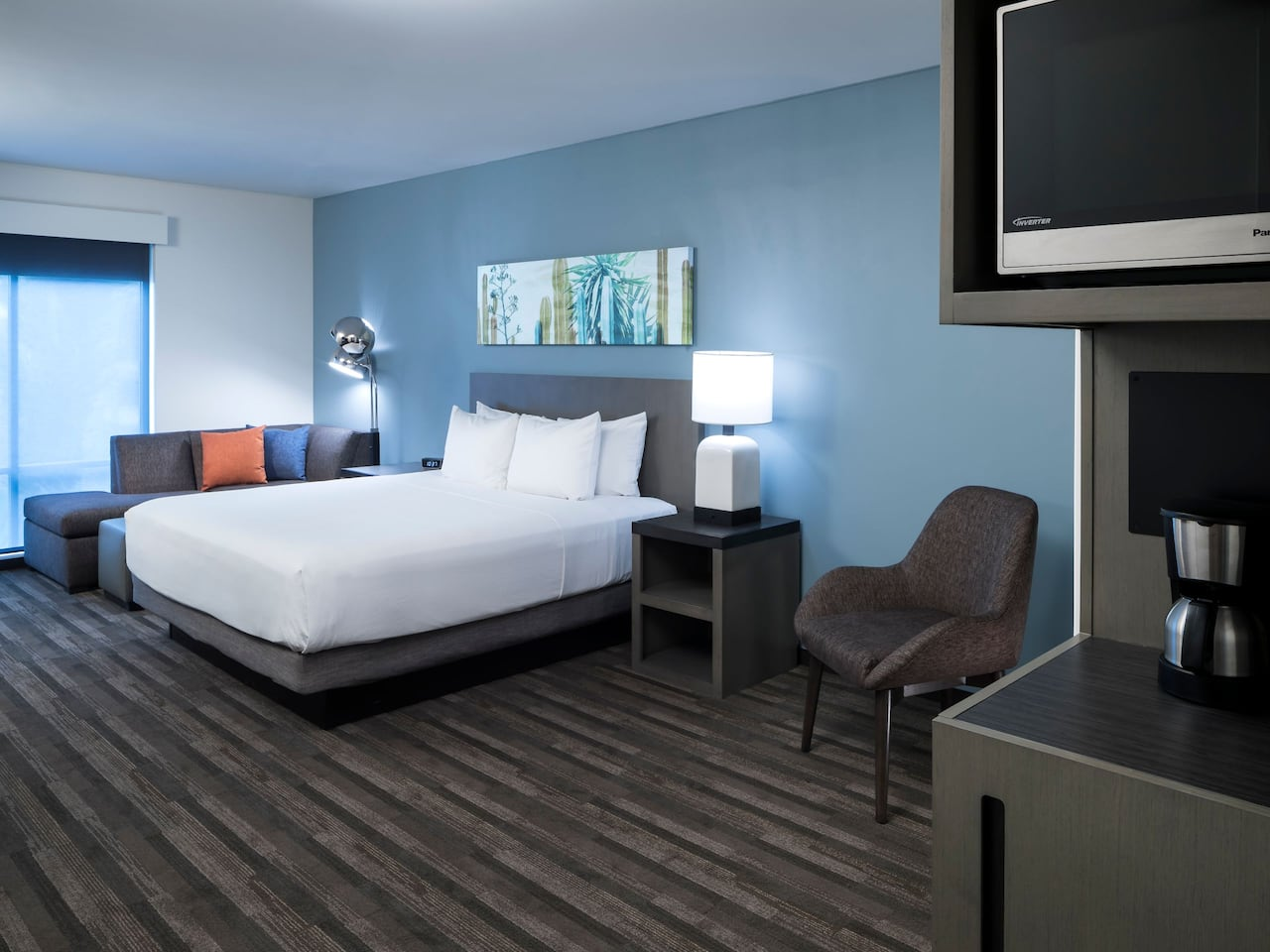 Hyatt House Den Guestroom with King Bed