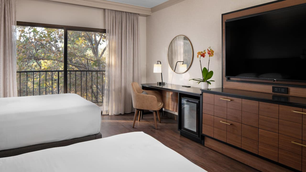 Two Queen Guestroom with Balcony