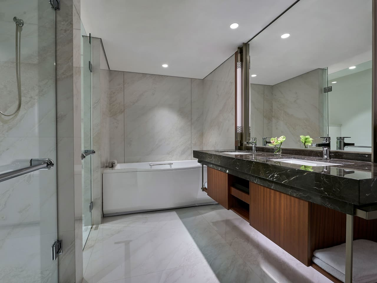 The marble bathroom of Grand Deluxe