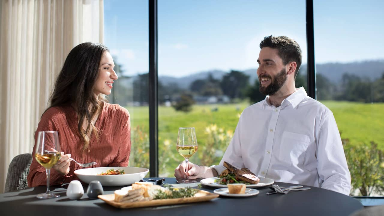 Lifestyle Couple Sea Root Dining