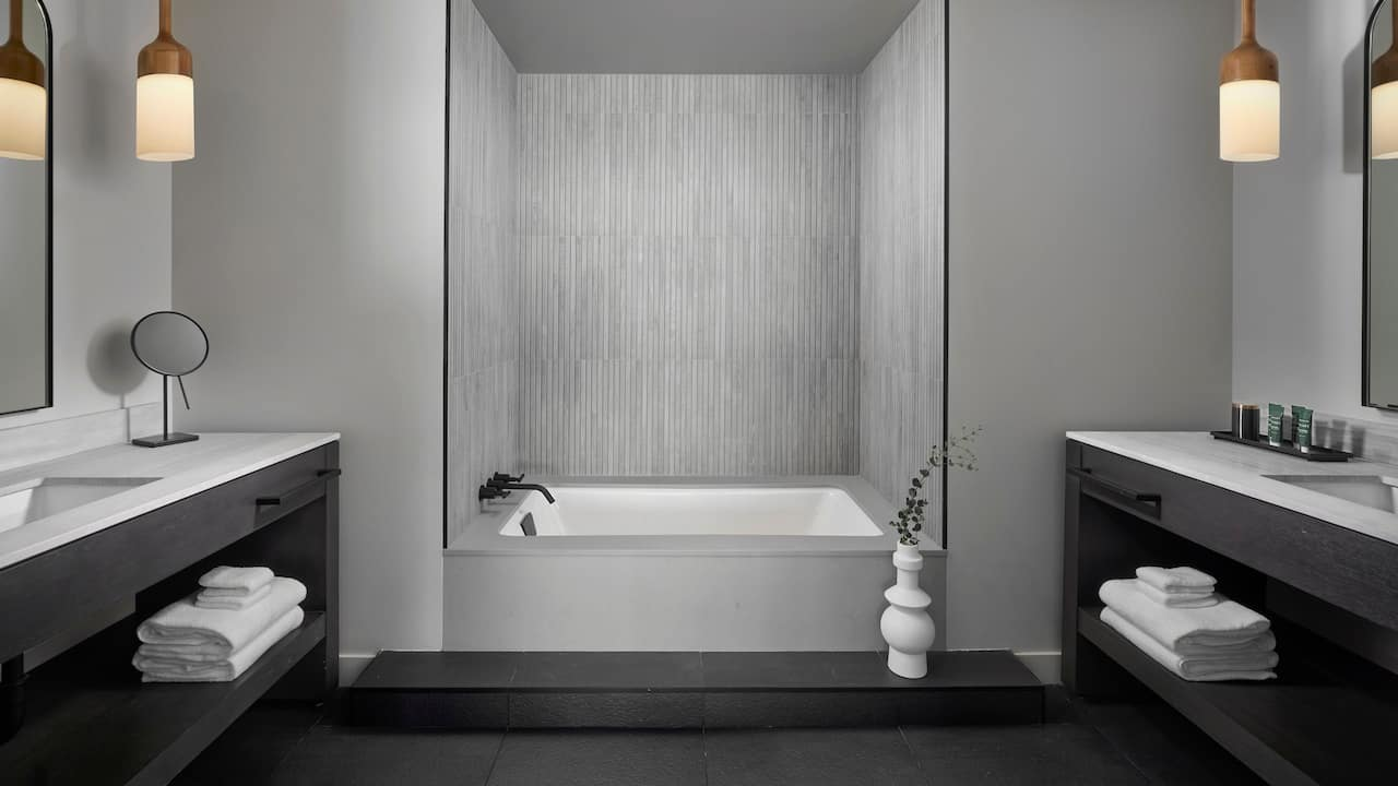 Grandview Suite Bathroom