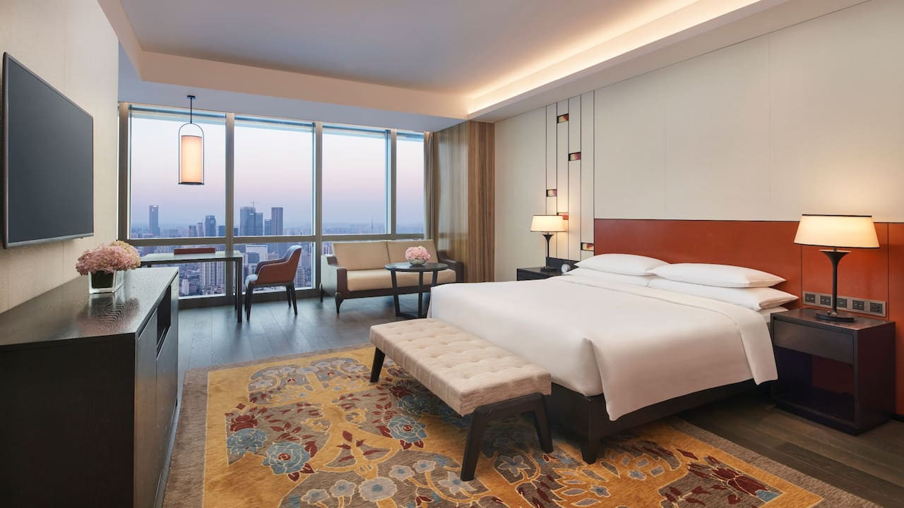 Grand Club Deluxe King Room