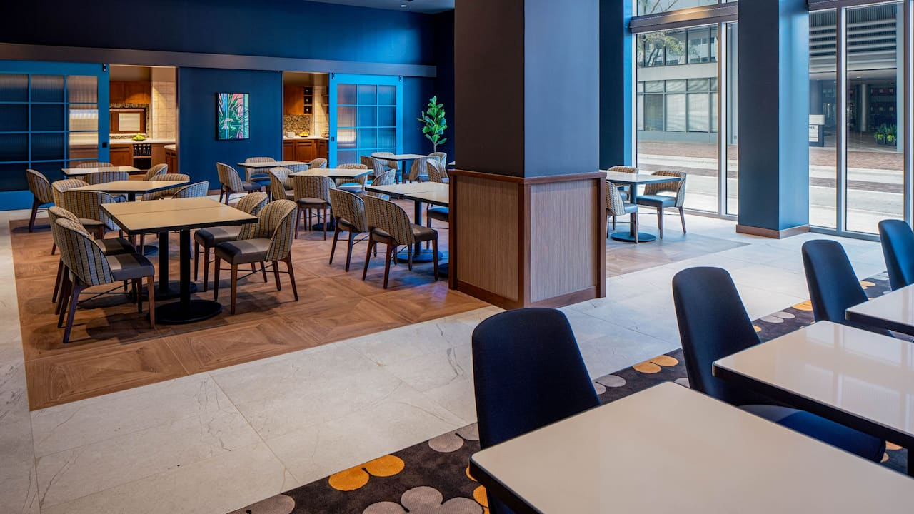 Breakfast Seating Area at Hyatt Place Tampa Downtown
