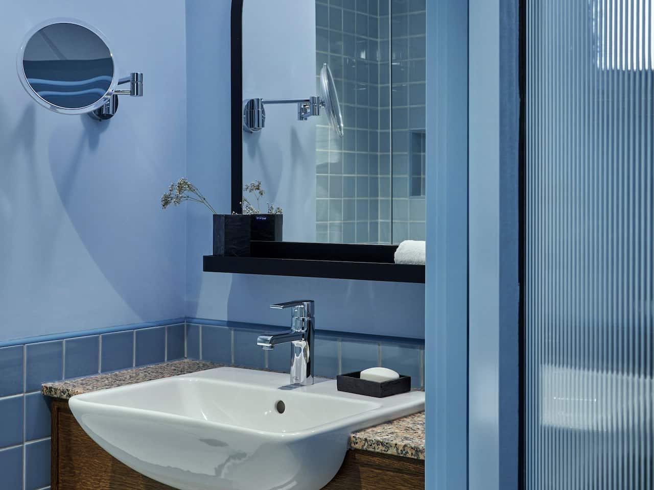 Hyatt Centric Cambridge Bathroom