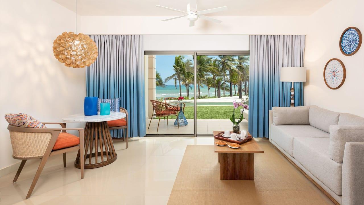 Oceanfront Junior Suite Swim Up Living