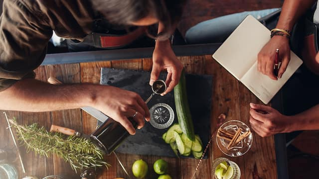 WOH-P0505-Cocktail-Making