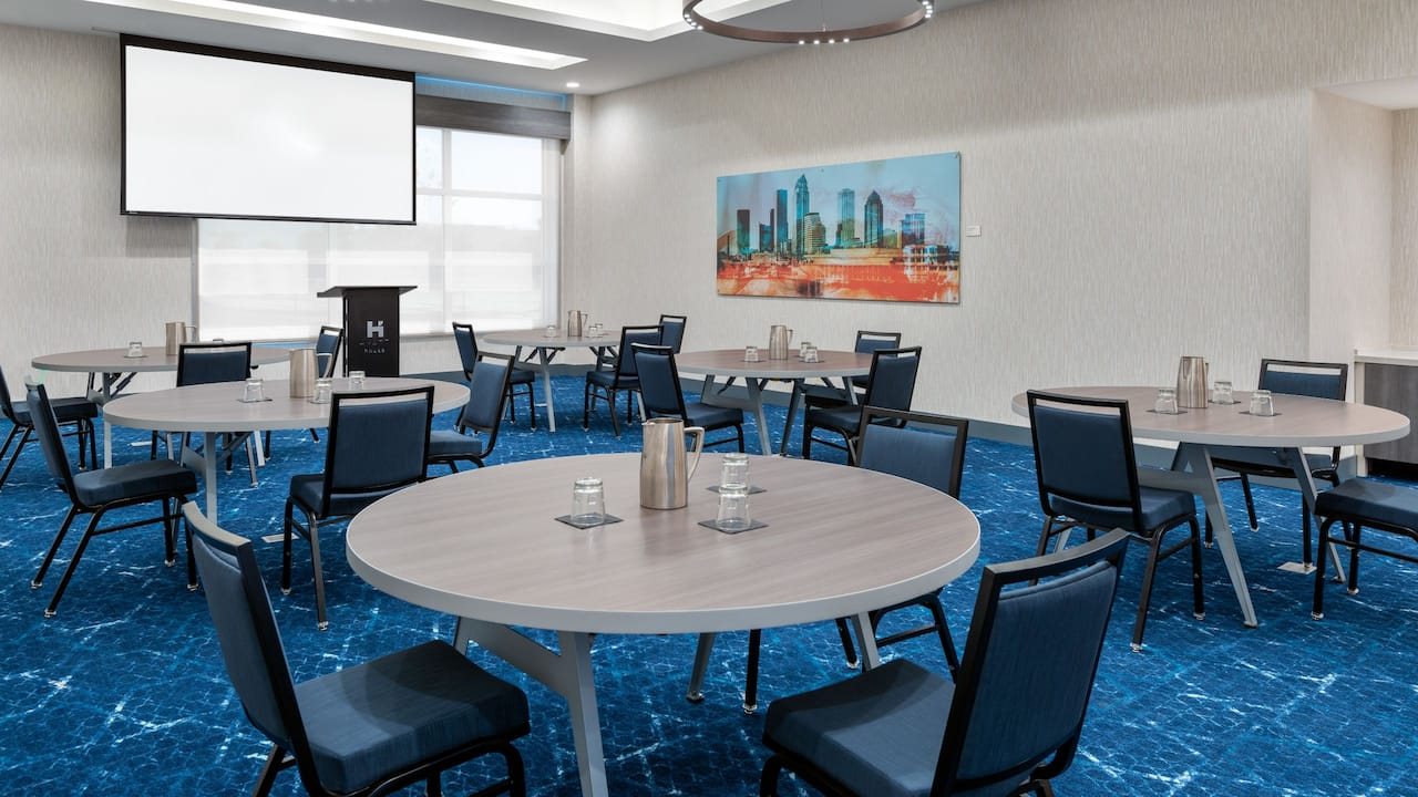 Skyway Round Table Seating