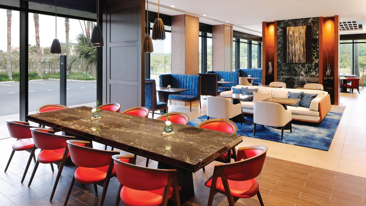 Club Lounge Table and Seating