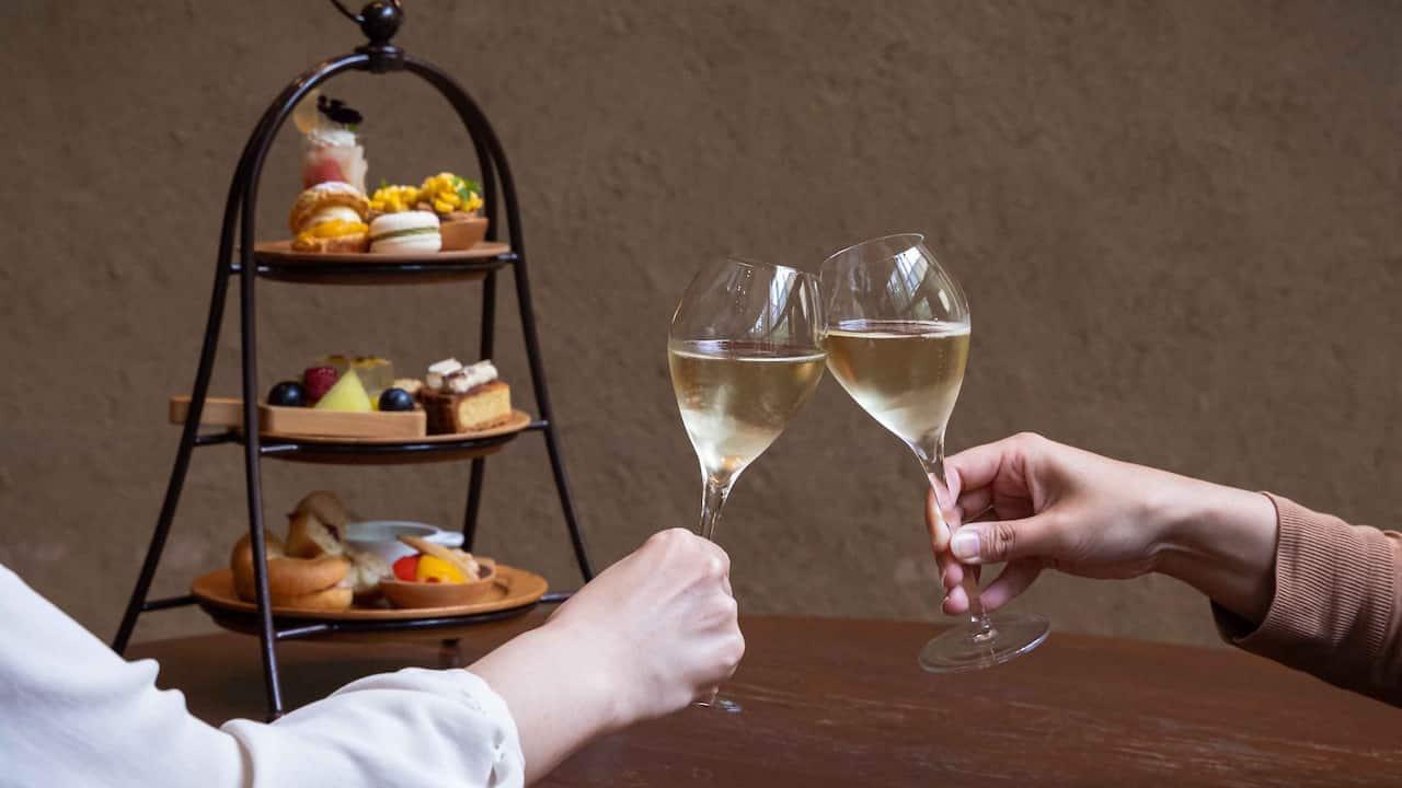 Hyatt Regency Hakone Resort & Spa  Living Room Cheers