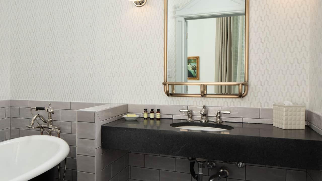 Cattle Baron Suite King Bathroom