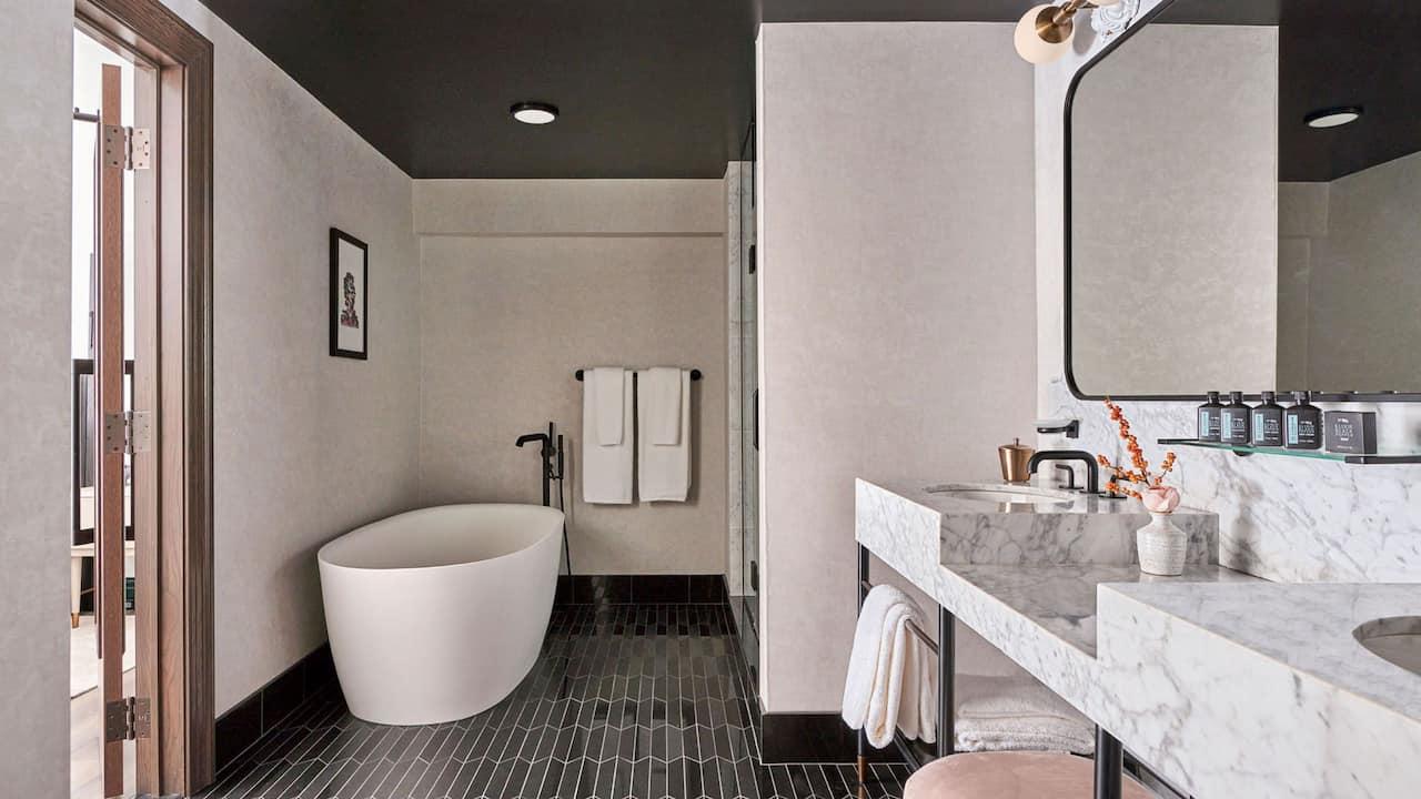 Suite Bathroom Bathtub