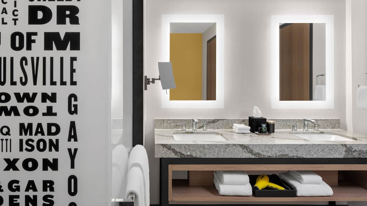 Riverview Suite Bathroom