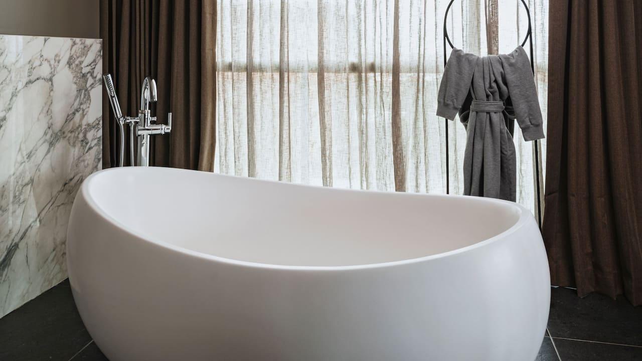 Penthouse Suite Bathtub