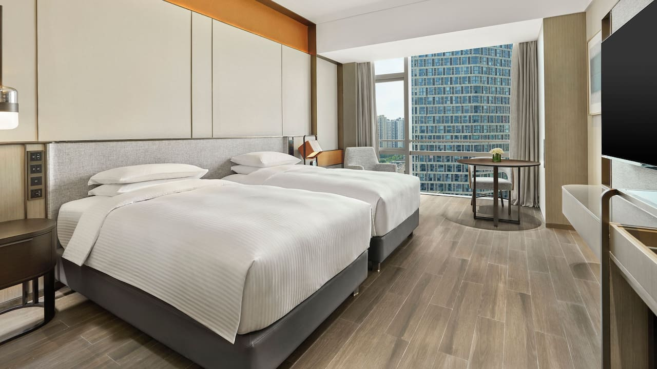 Two Twin Guestroom Daytime